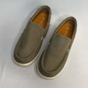 American Eagle taupe canvas boat shoe/loafer